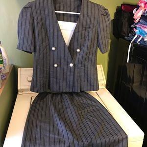 Dresses & Skirts - Women's gorgeous skirt suit